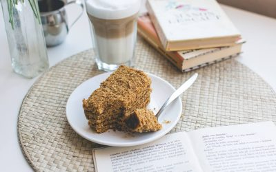 foodiesfeed.com_traditional-czech-honey-cake-caffee-latte.jpg